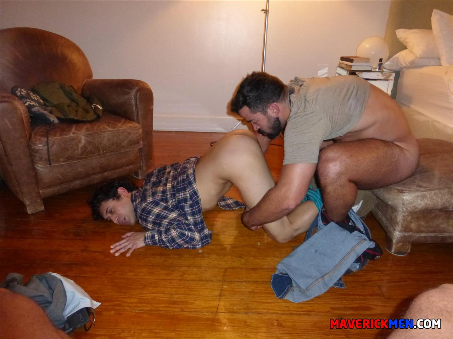 Macerick-Men-Cole-and-Hunter-and-Jason-Barebacking-Interracial-Hairy-Muscle-Daddy-Amateur-Gay-Porn-07 Maverick Men: Muscle Dads Spit-Roasting A Twink Bareback